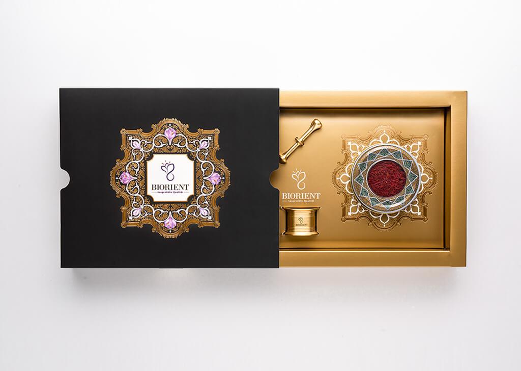 طراحی جعبه هدیه زعفران صادراتی